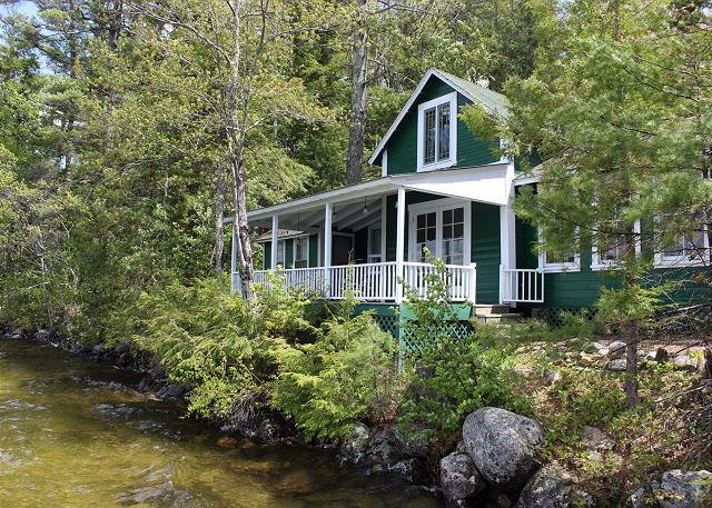 MET11Wf - Winnipesaukee Waterfront Cottage on Geneva Point