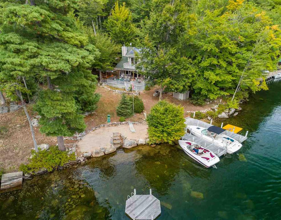 BOY36If - Exceptional family compound on Little Bear Island, Lake Winnipesaukee!