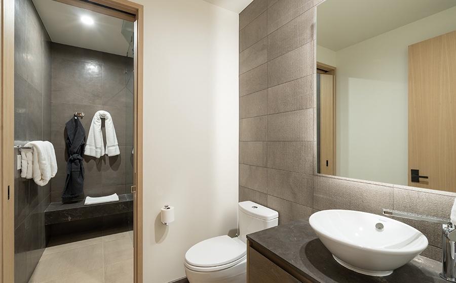 14-Telluride-Transfer-Penthouse-Guest-Bathroom