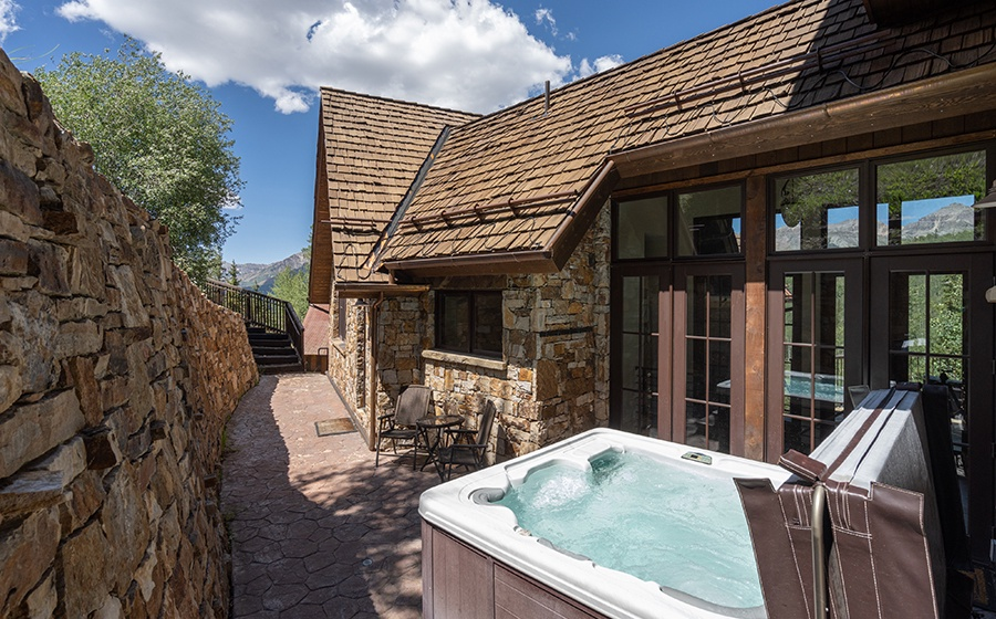 37-Mountain-Village-Birch-Cassidy-patio-hot-tub