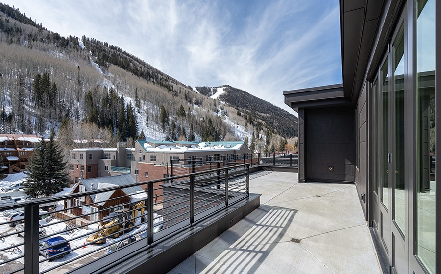 27-Telluride-Transfer-Penthouse-Rooftop-Deck-View