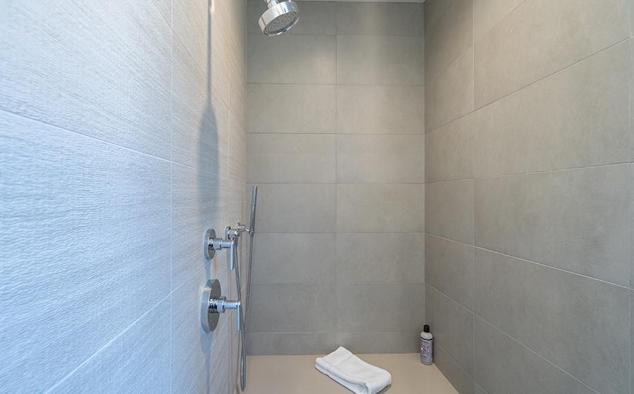 13-Telluride-Transfer-Penthouse-Guest-Bath-Shower