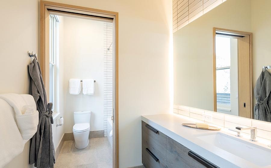 17-Telluride-transfer-penthouse-Guest-Bathroom