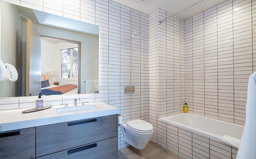 19-Telluride-Transfer-Penthouse-Guest-Bathroom