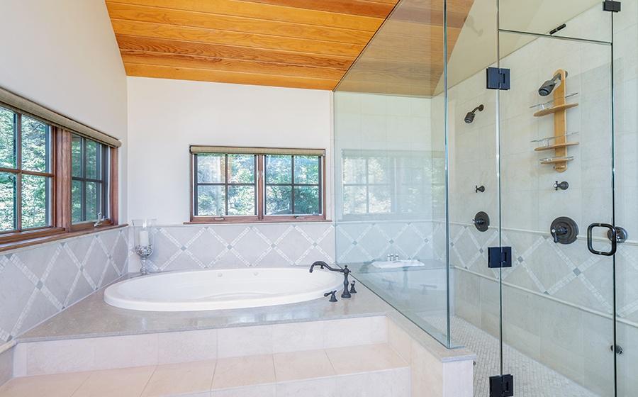 17-Mountain-Village-Birch-Cassidy-primary-Bathroom-tub