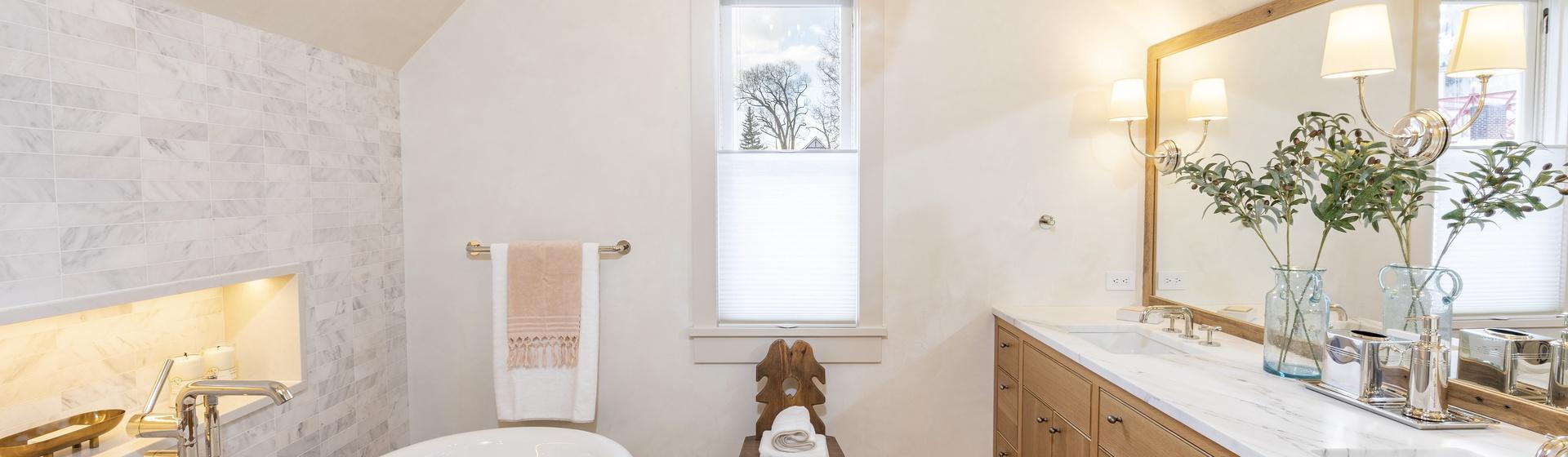 1.23-telluride-the-lighthouse-master-bathroom