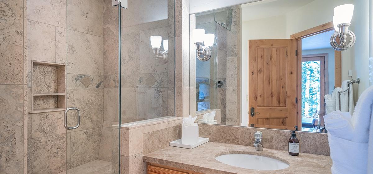 17-Telluride-Palmyra-Pines-Guest-bath