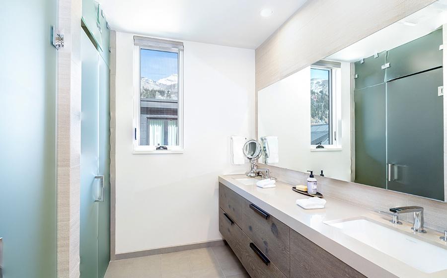12-Telluride-Transfer-Penthouse-Guest-Bathroom