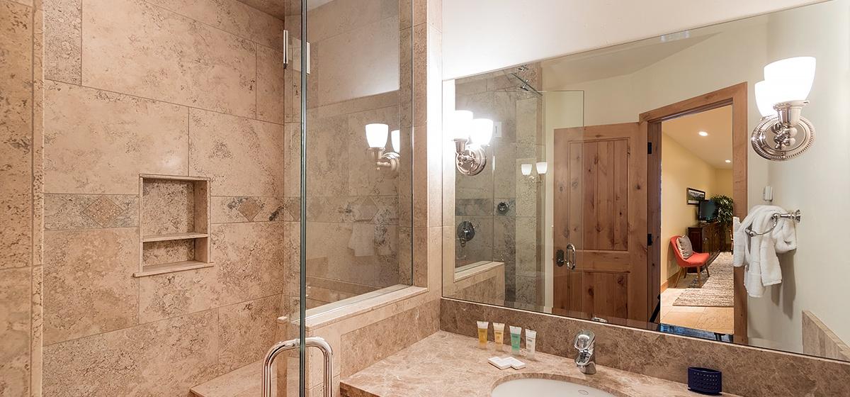 21-Palmyra-Pines-Guest-Bath