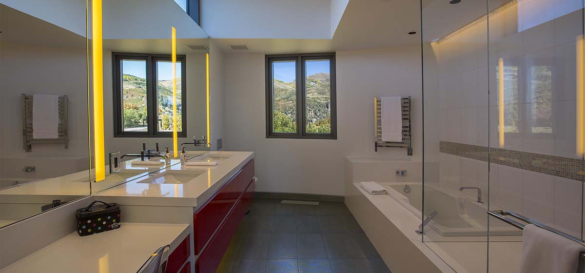 75-RemoteTelluride-SunsetRoom-GuestBathroom.jpg
