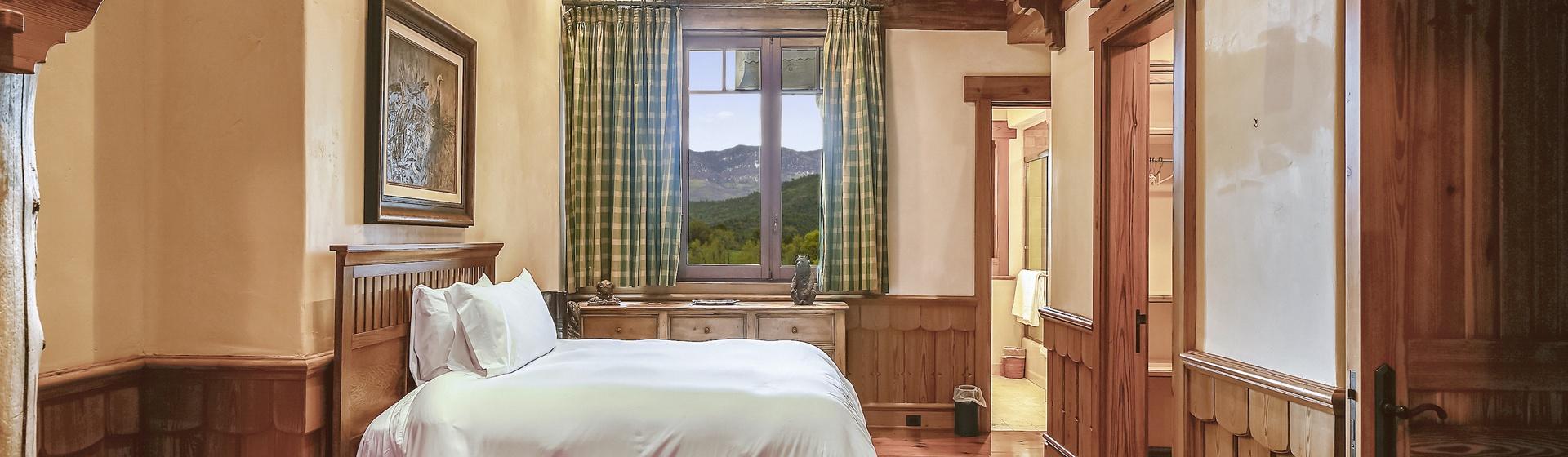 9.7-Telluride-Sleeping-Indian-Ranch-Swiss-Suite-Bunk-Bedroom-H-2-web.JPG