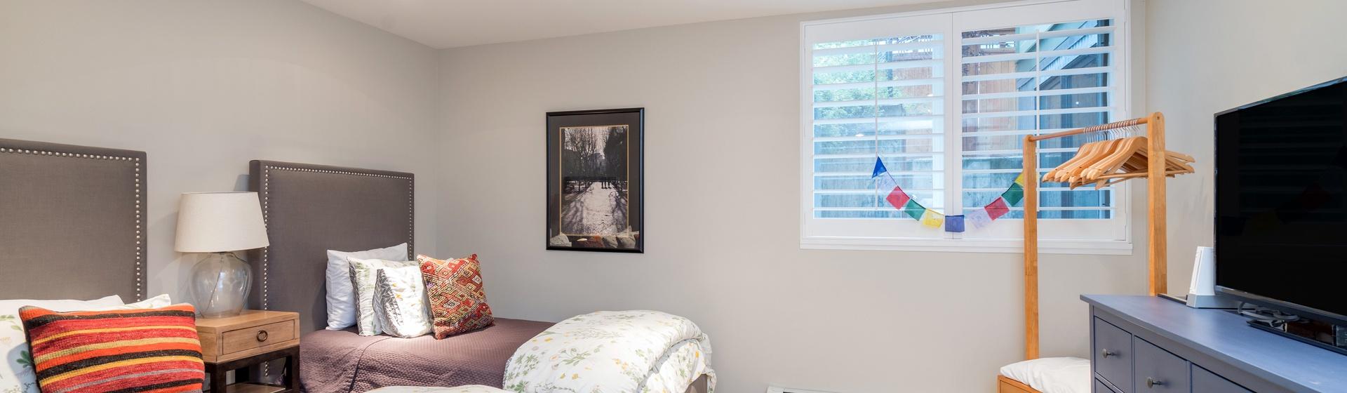 14-Telluride-Ajax-Downstairs-Guest-Bedroom-Split-Web.jpg