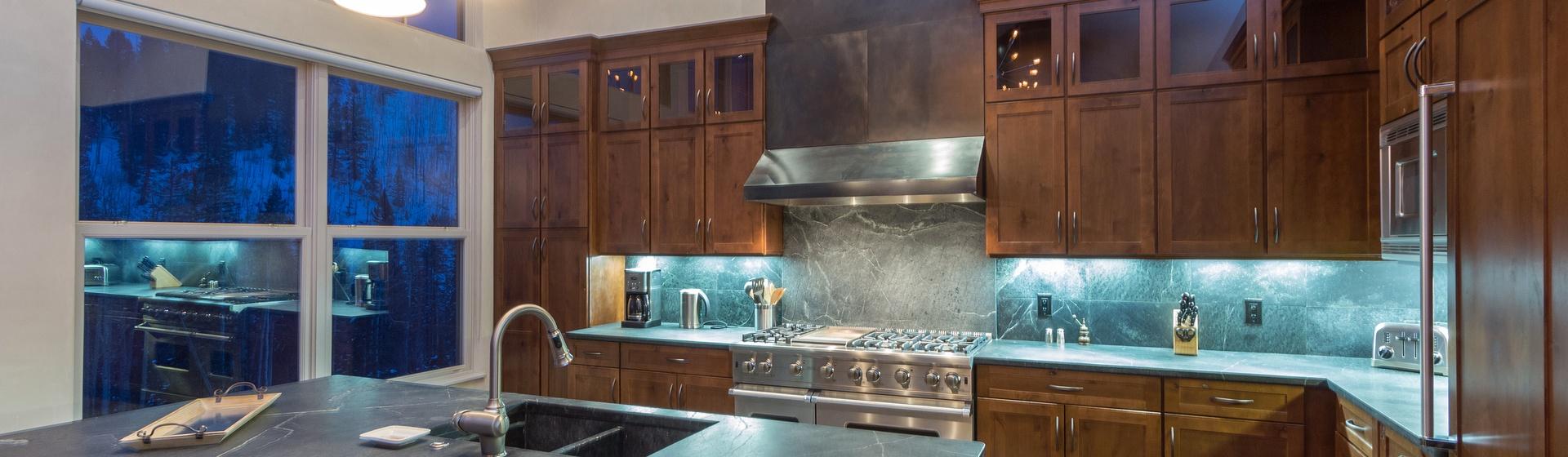 7-Telluride-Cassidy-Ridge-A103-Kitchen-Web.jpg