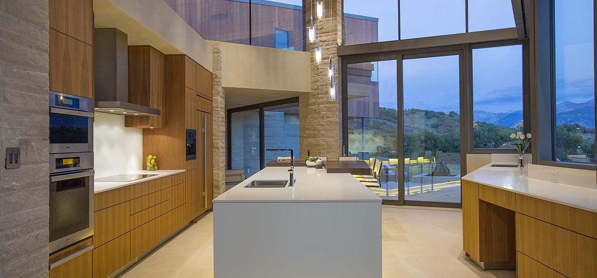 12-RemoteTelluride-SunsetRidge-Kitchen.jpg