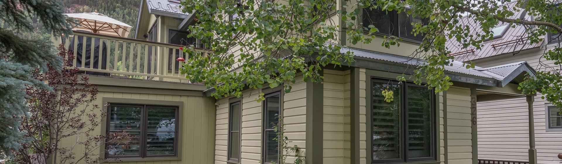 16-Telluride-Ajax-Exterior-Deck-Street-Level-Web.jpg