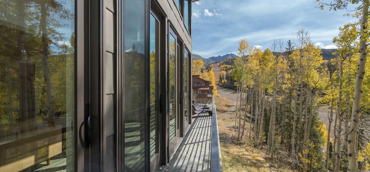 5.03-mountain-village-chalet-cortina-deck-catwalk-V12.jpg