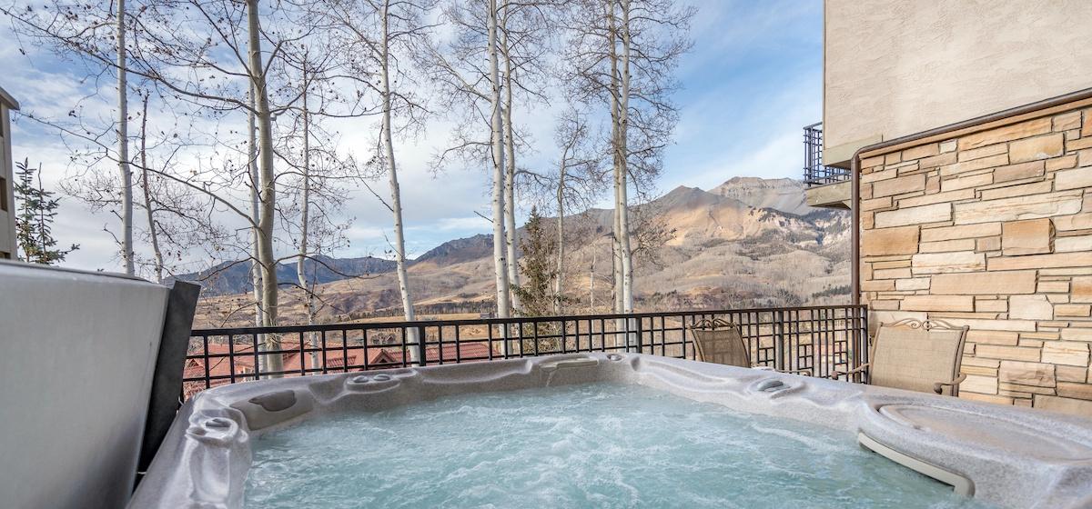 21-Telluride-Aspen-Overlook-Hottub-v12.jpg