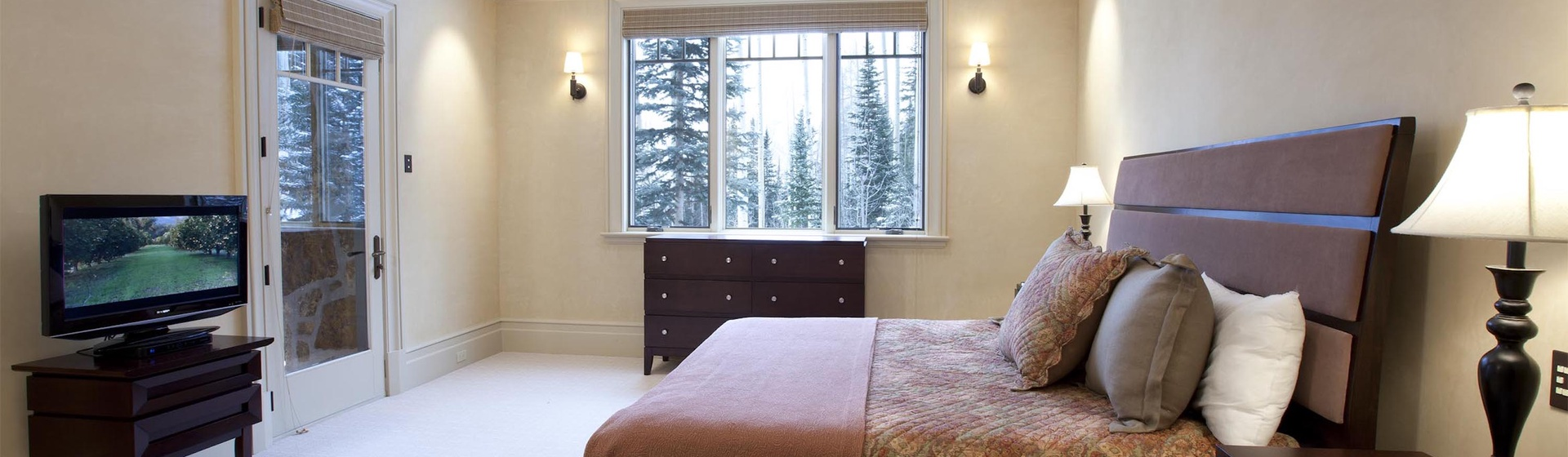5.16-mountain-village-hood-park-manor-guest-bedroom-e-track.jpg