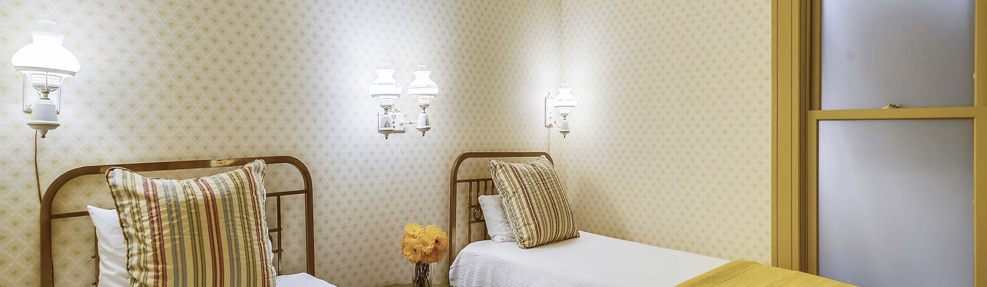 3.06-telluride-summer-haus-bedroom-B-web.jpg