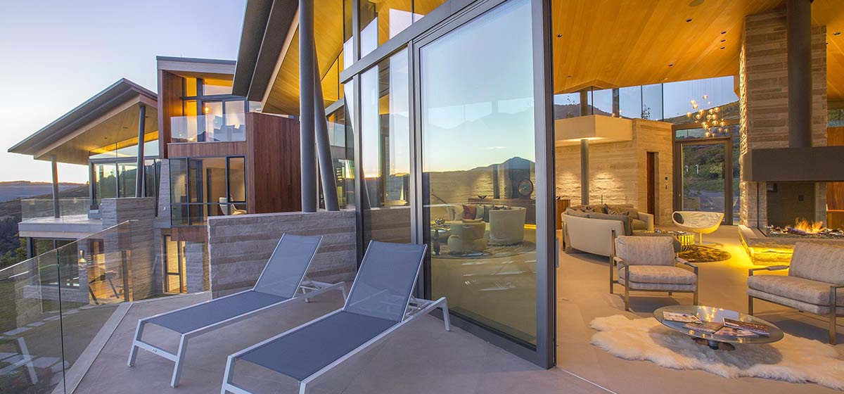 30-RemoteTelluride-SunsetRidge-OutsideLounge.jpg