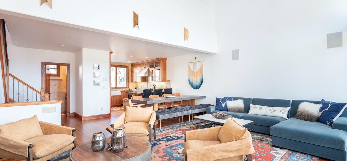4-Telluride-Aspen-Overlook-Living-v12.jpg