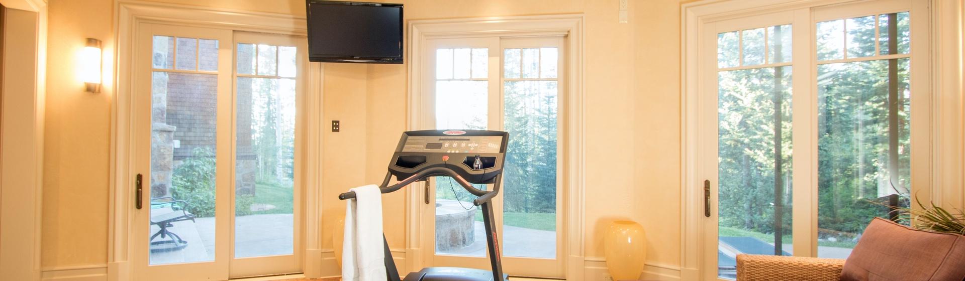 6.04-mountain-village-hood-park-manor-fitness-room-gym-track.JPG