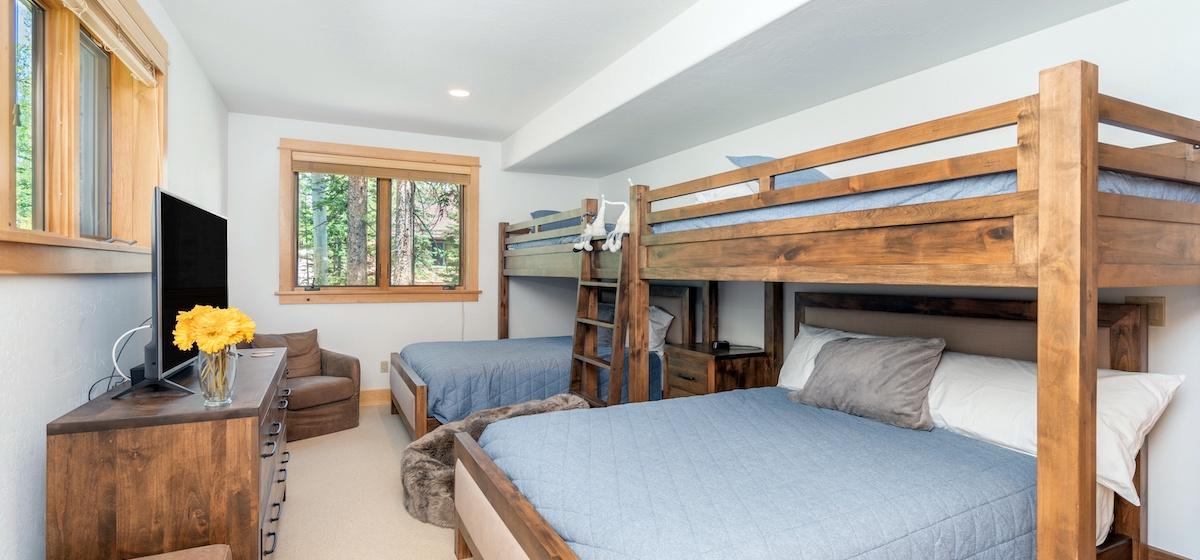 5.04-mountain-village-mountain-melody-guest-bunk-room-V12.jpg