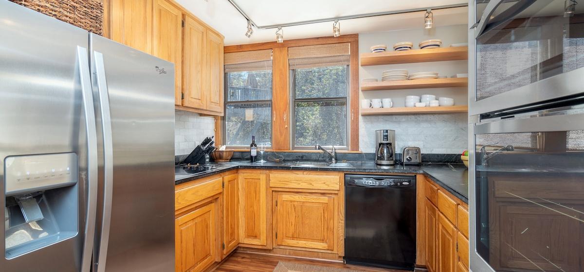 2.04-telluride-plunge-j-kitchen-v12.jpg