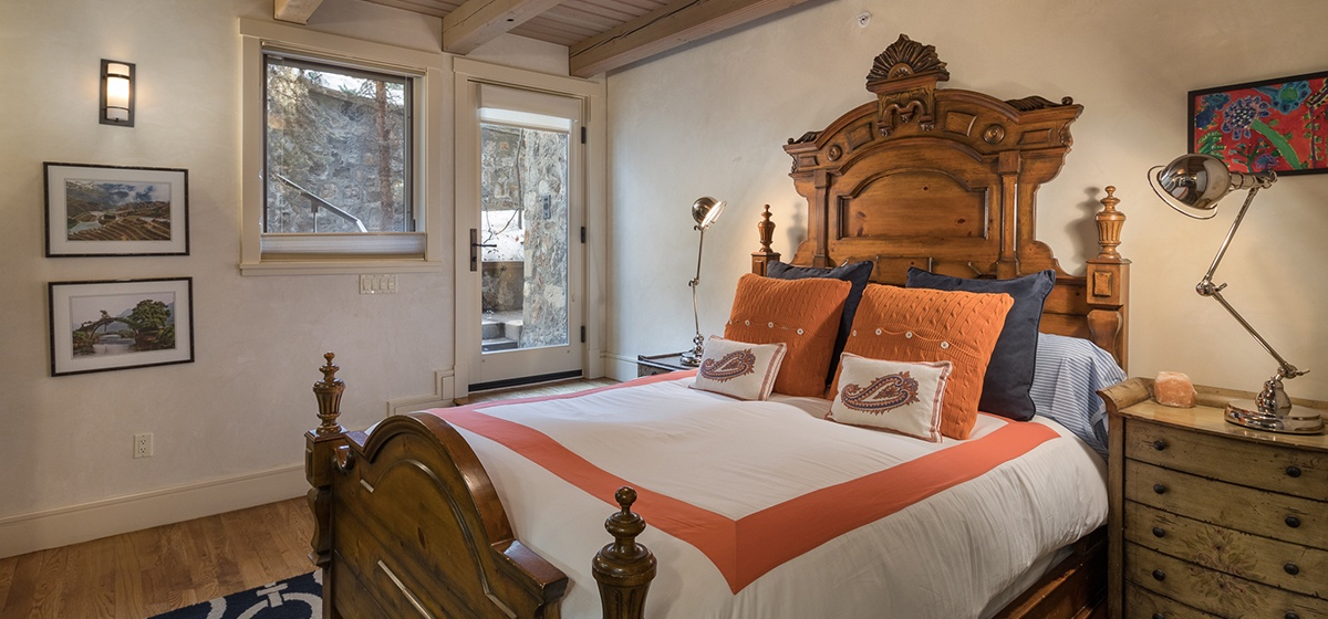 32-Telluride-River-Bliss-Lower-Level-Queen-Guest-Bedrooom-v12.jpg