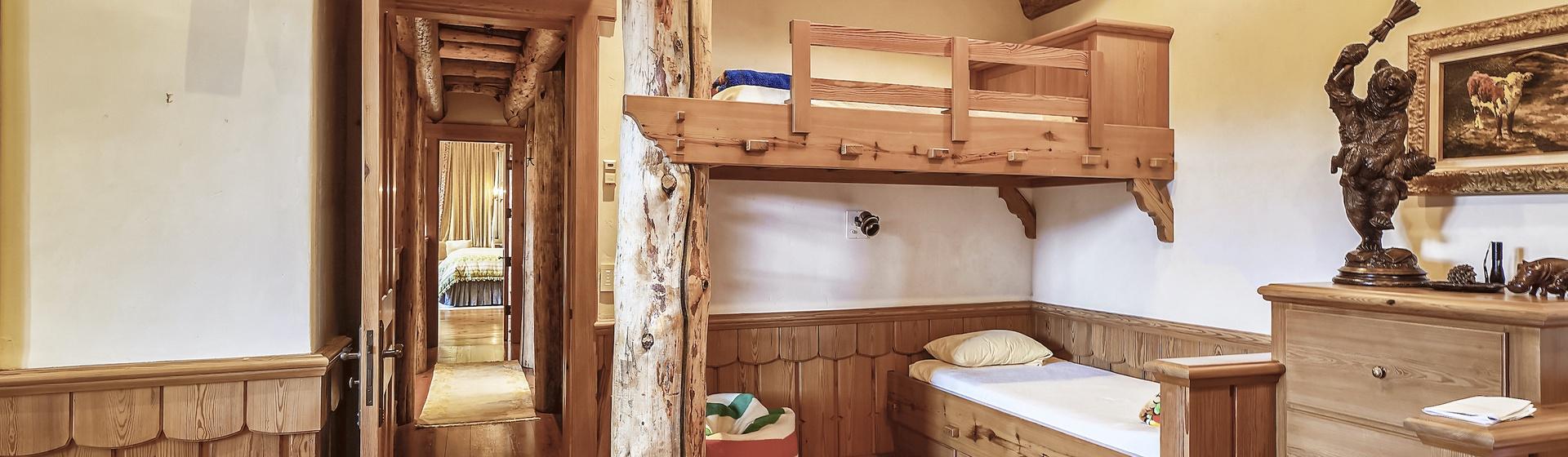 9.5-Telluride-Sleeping-Indian-Ranch-Swiss-Suite-Bunk-BedroomH-web.JPG