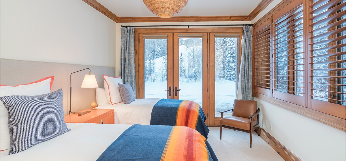 13-MountainVillage-ViewAtTelemark-GuestBed.jpg
