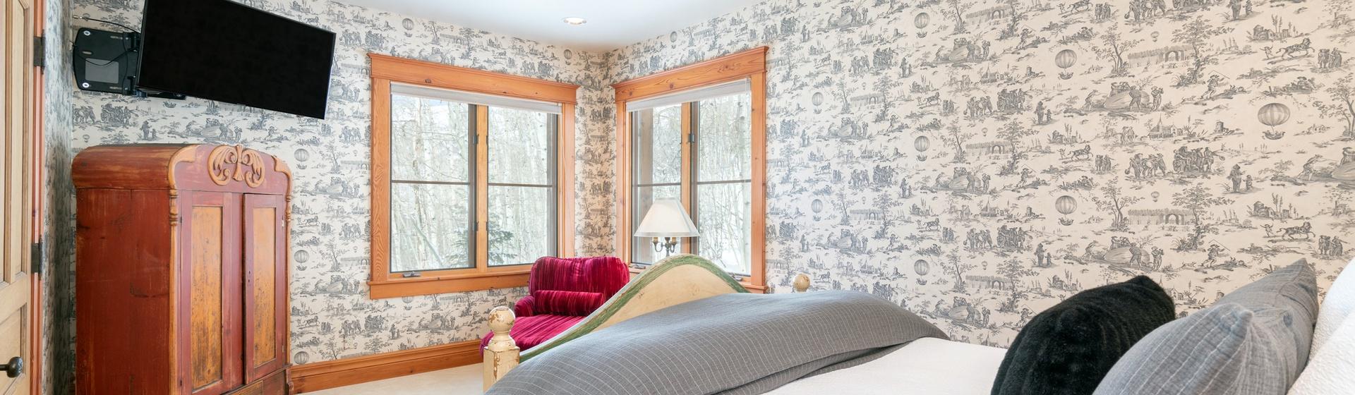 29-MountainVillage-Positive-Outlook-Queen-Master-Bedroom-Web.jpg