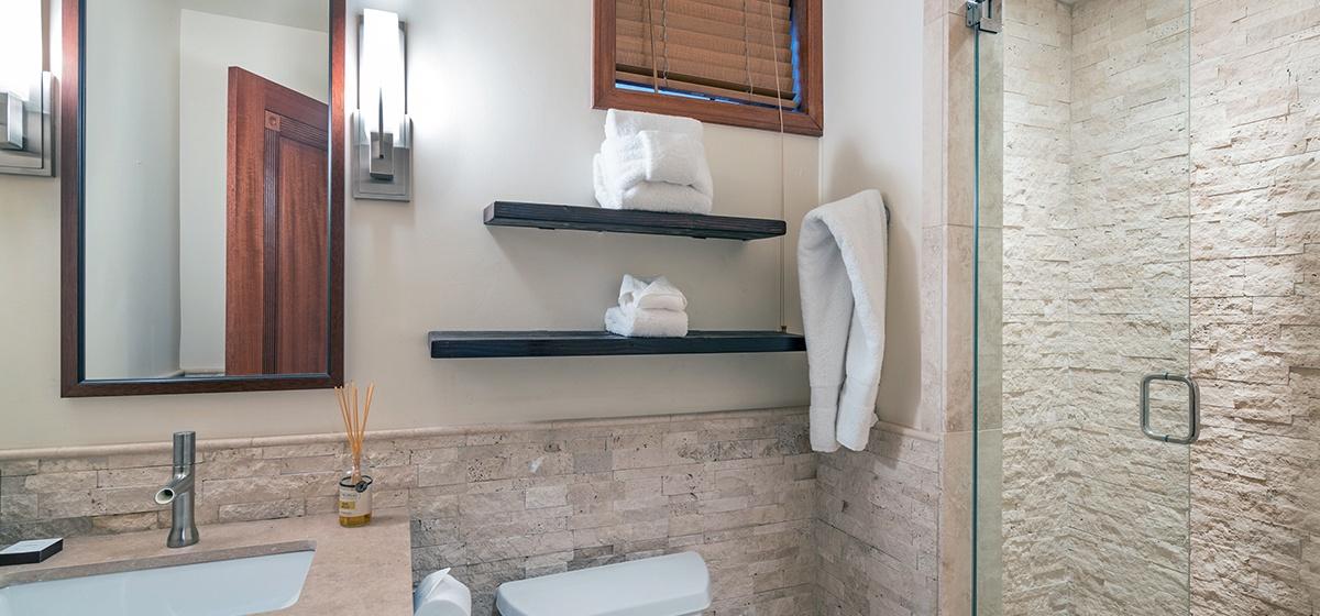 21-Telluride-Columbine-House-Guest-Bathroom-1-2-v12.jpg