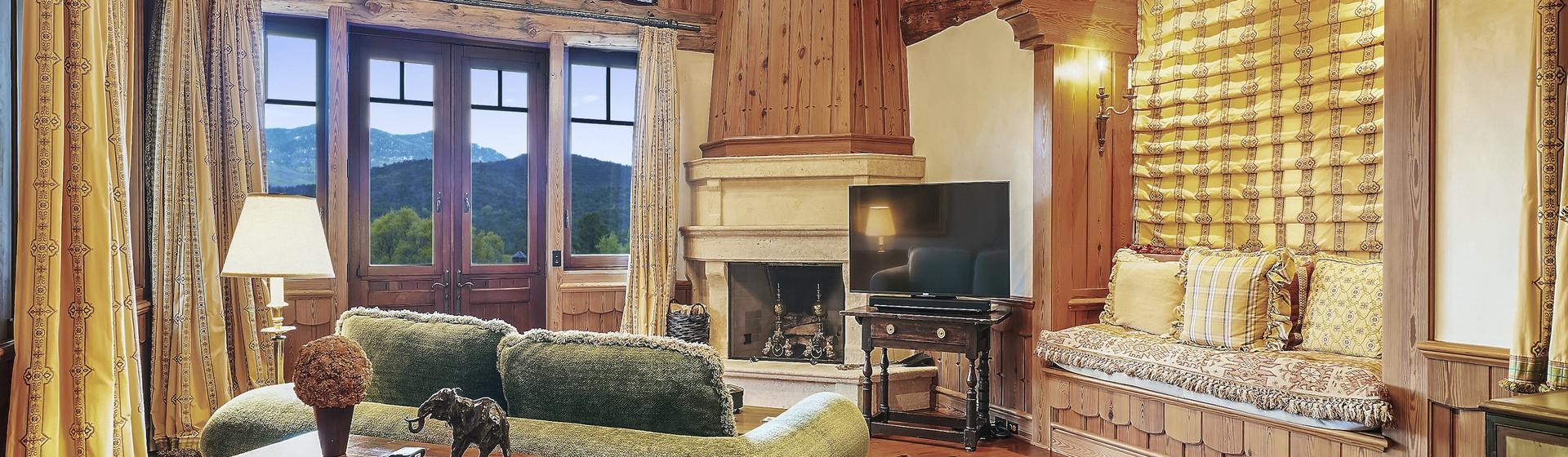 9.1-Telluride-Sleeping-Indian-Ranch-Swiss-Suite-Sitting-Room-web.JPG