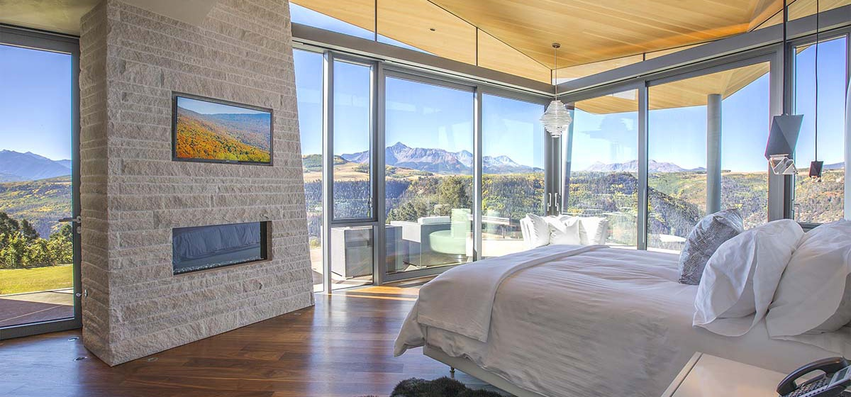 43-RemoteTelluride-SunsetRidge-MasterBedroom.jpg