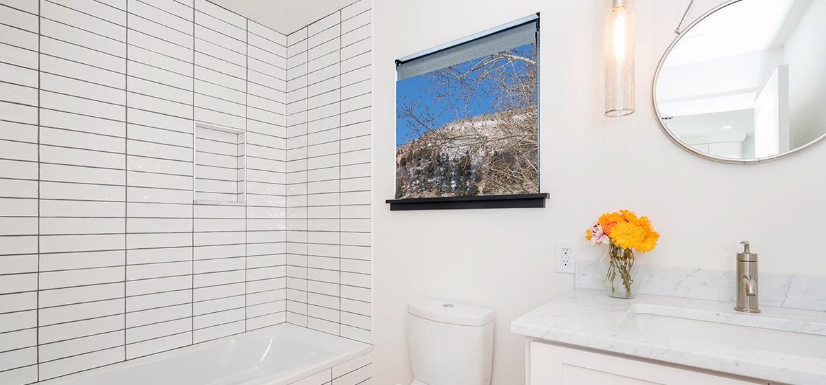12-Telluride-Telluride_s-Peak-Living-Level-Bath-LR.jpg