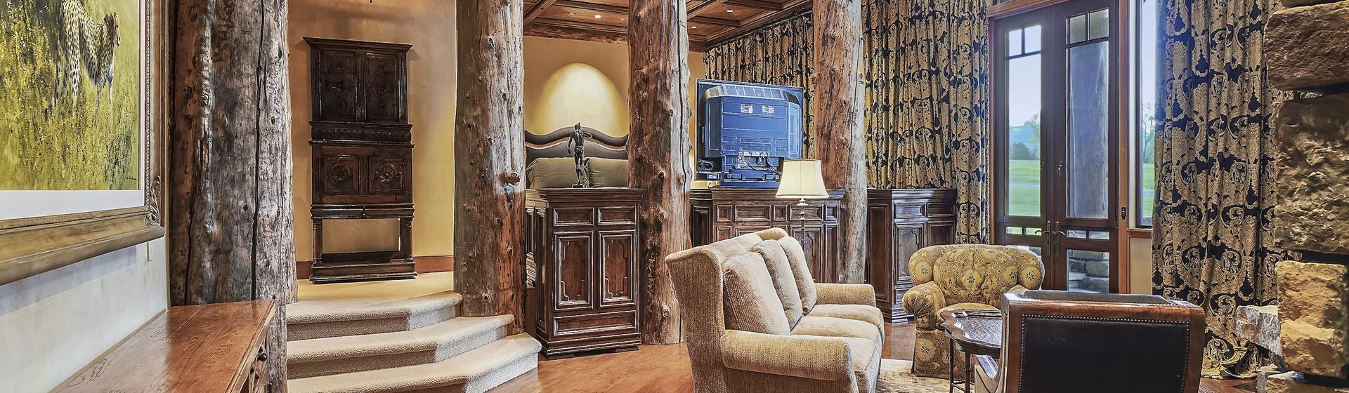 5.1-Telluride-Sleeping-Indian-Ranch-east-wing-suite-sitting-room-web.JPG