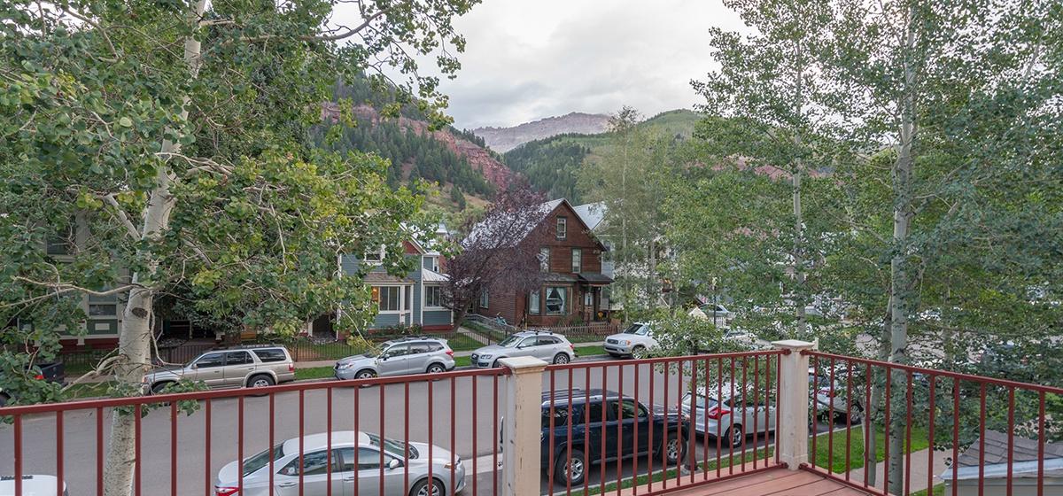 17-Telluride-Columbine-House-Master-Bedroom-2-Balcony-v12.jpg