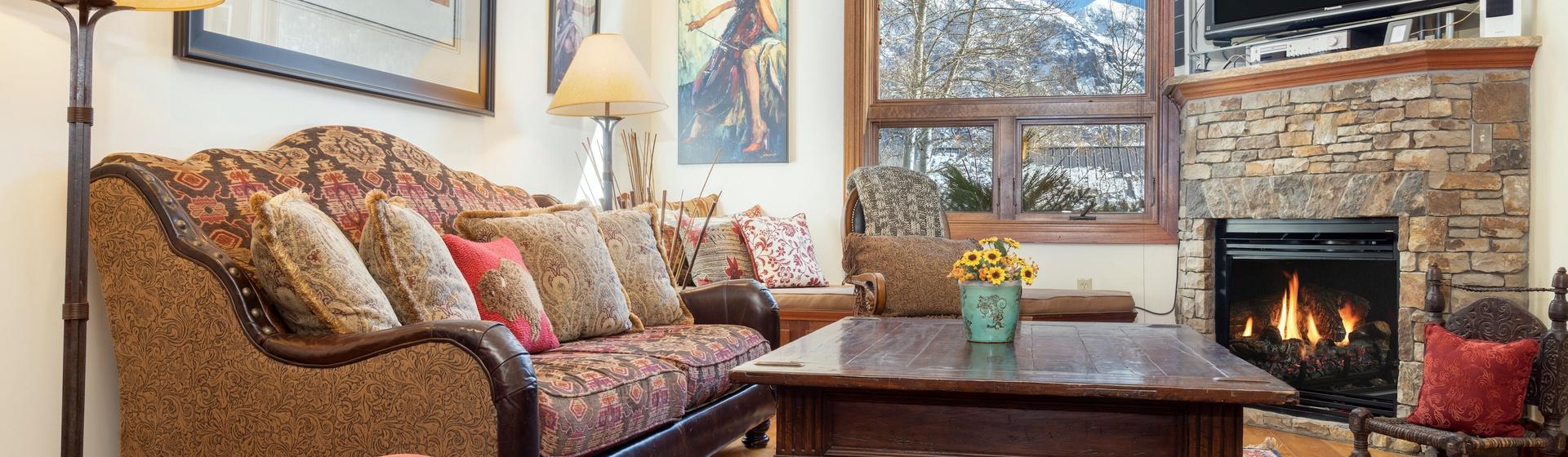 1.01-telluride-tres-casas-B-living-room-web.jpg