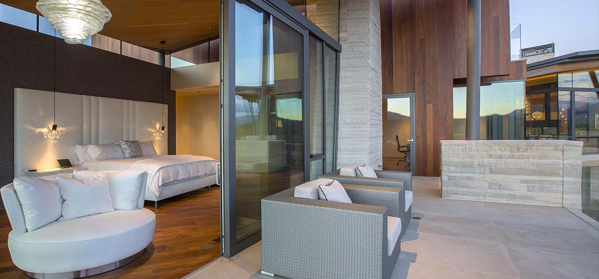 48-RemoteTelluride-SunsetRidge-Masterbedroom.jpg