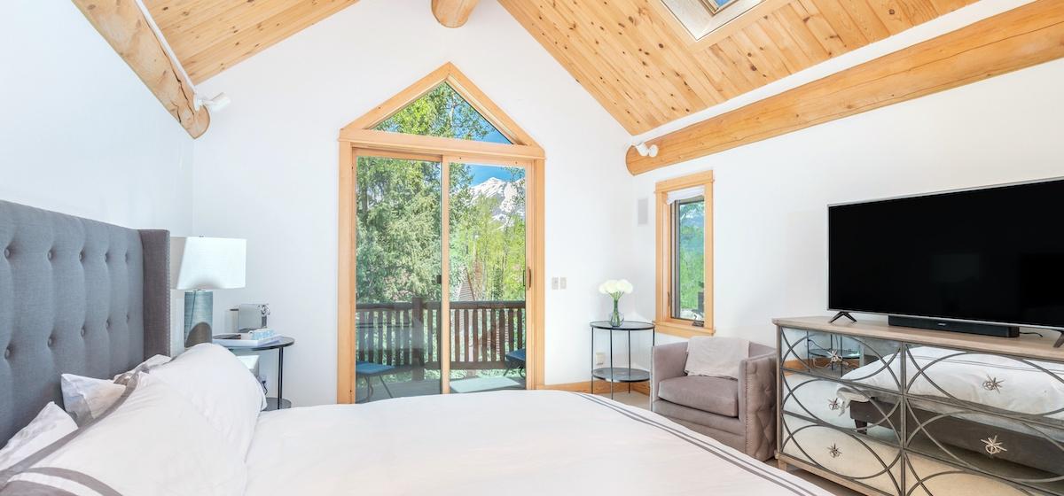 5.01-mountain-village-mountain-melody-master-bedroom-V12.jpg