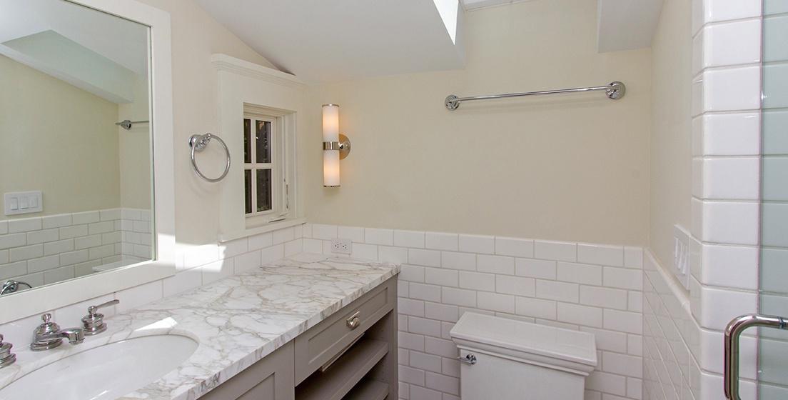 26-Telluride-SpruceHouse-GuestBathroom-V12.jpg