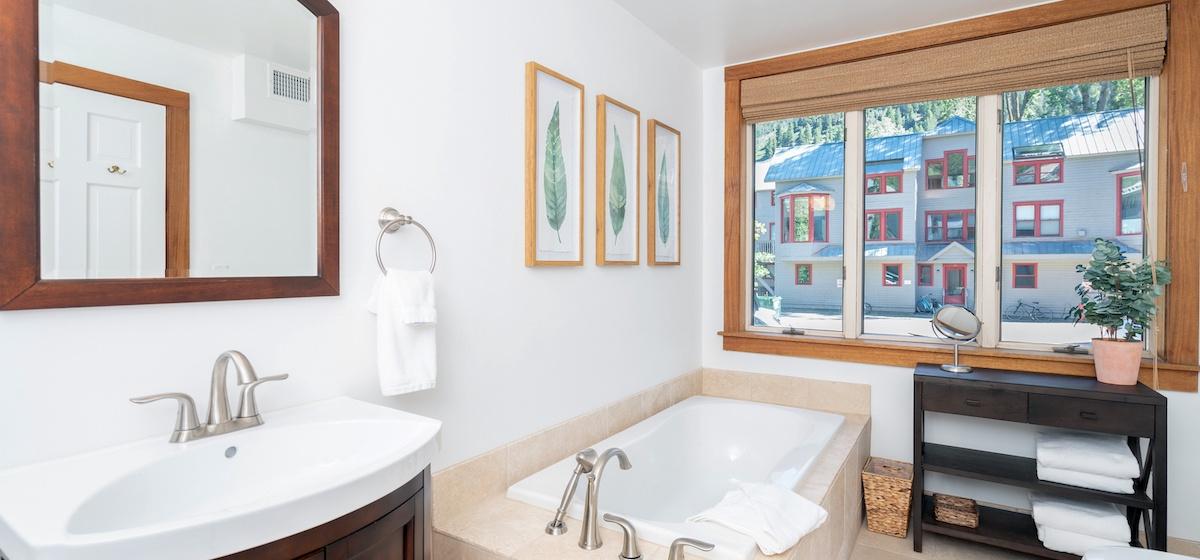 3.04-telluride-plunge-j-bathroom-B-v12.jpg