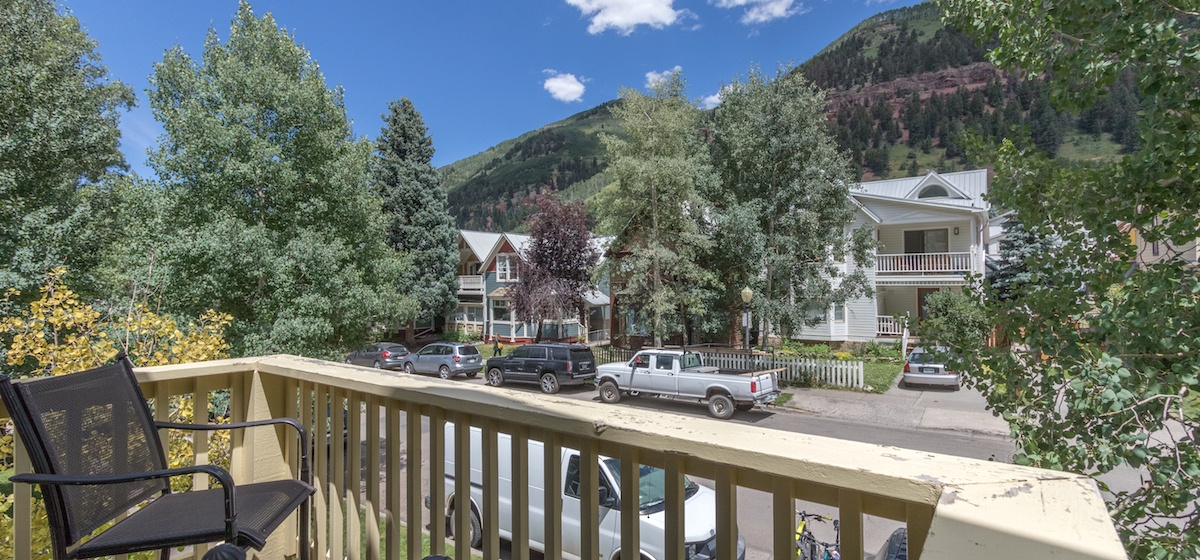 2-Telluride-PacificStreetTownHouse-BalconyLR-V12.JPG