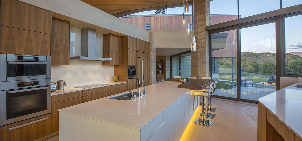11-RemoteTelluride-SunsetRidge-Kitchen.jpg