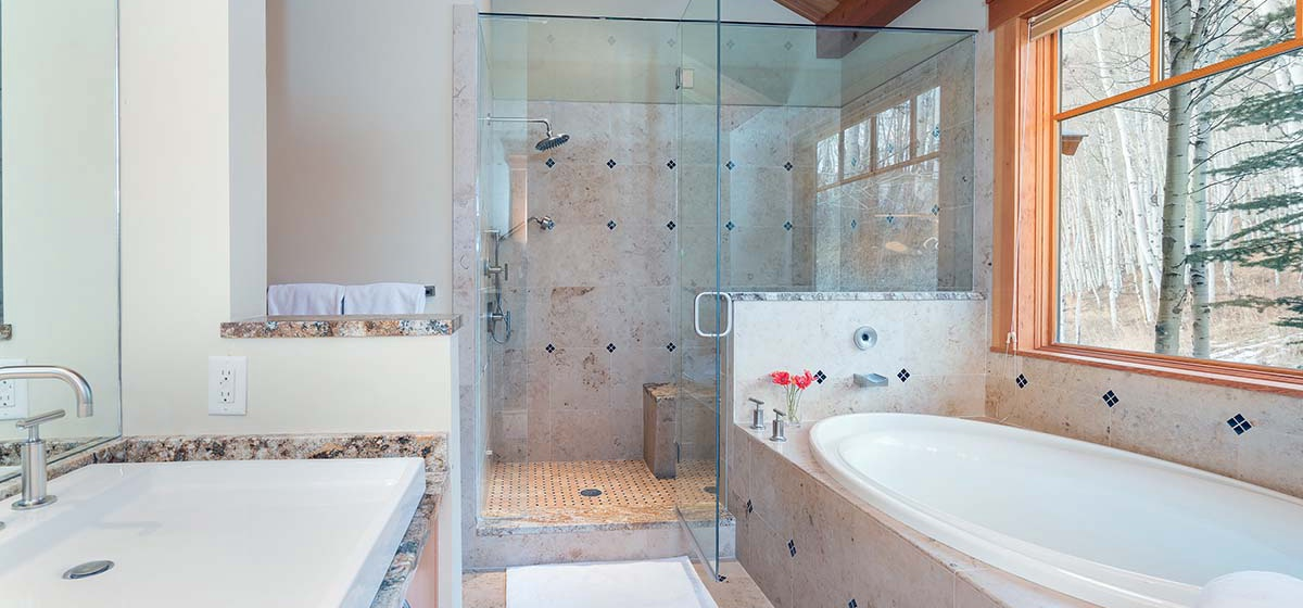 13-Telluride-Grand-Vista-East-Master-Bathroom-LR.jpg