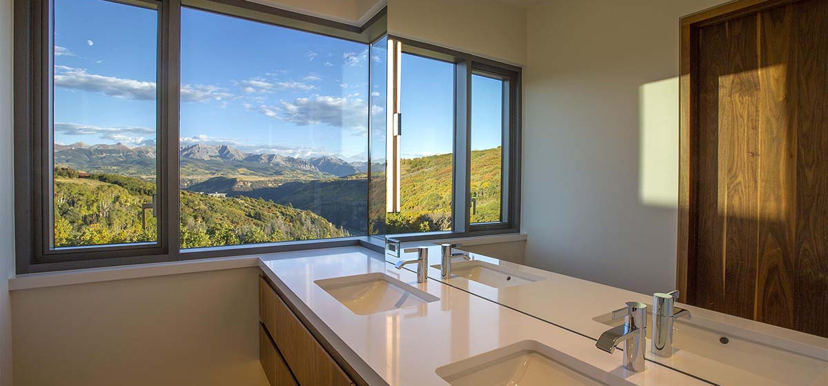 78-RemoteTelluride-SunsetRidge-Guestbathroom.jpg