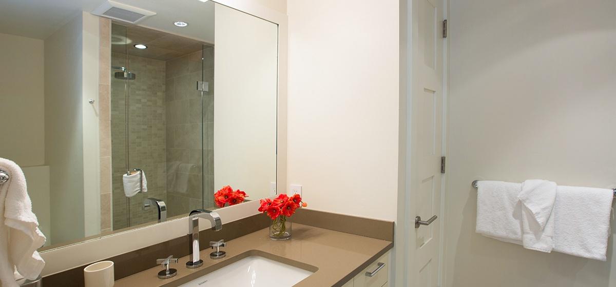 23-Telluride-Meribel-Penthouse-Queen-Guest-Bathroom-v12.jpg