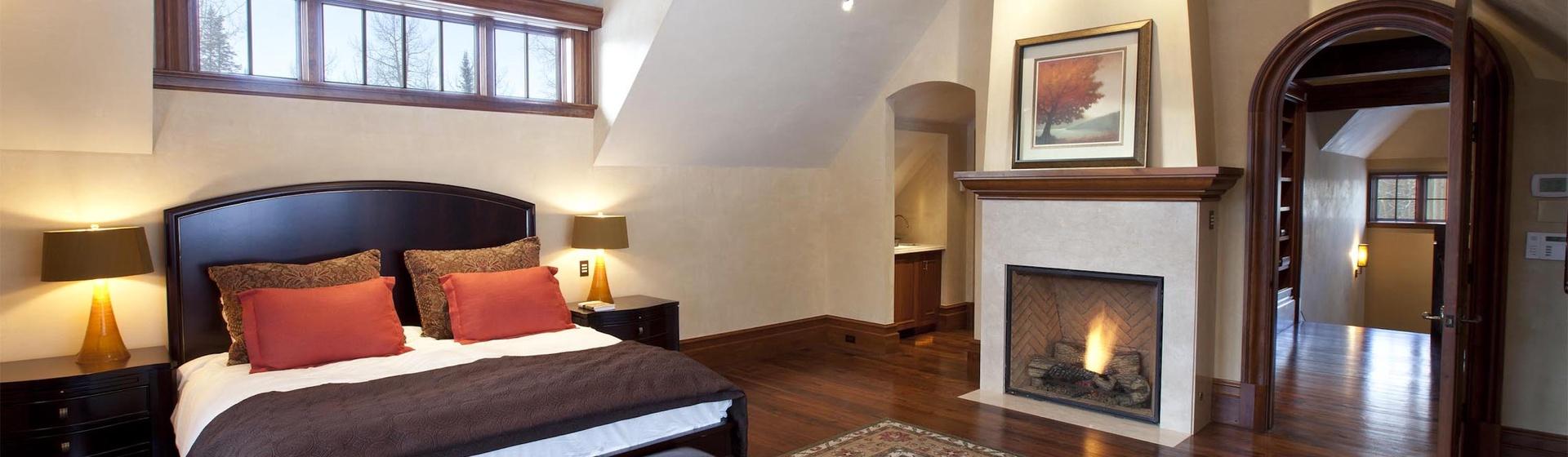 5.02-mountain-village-hood-park-manor-master-bedroom-a-2-track.jpg