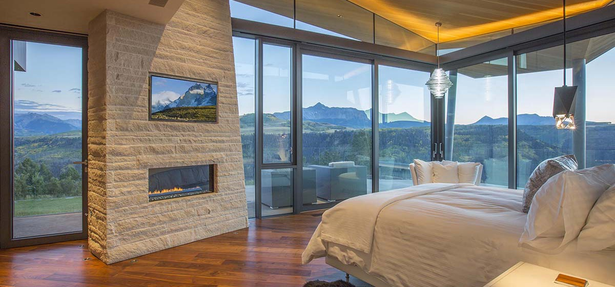 46-RemoteTelluride-SunsetRidge-MasterBedroom.jpg